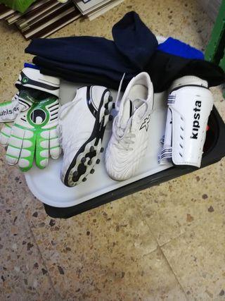 bota fútbol 33, espinilleras, guantes