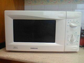 Microondas marca Samsung. Se ha usado muy poco y e
