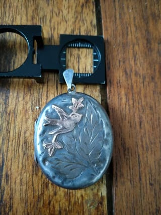 Cajita de plata y oro. guarda pelo del año 1926