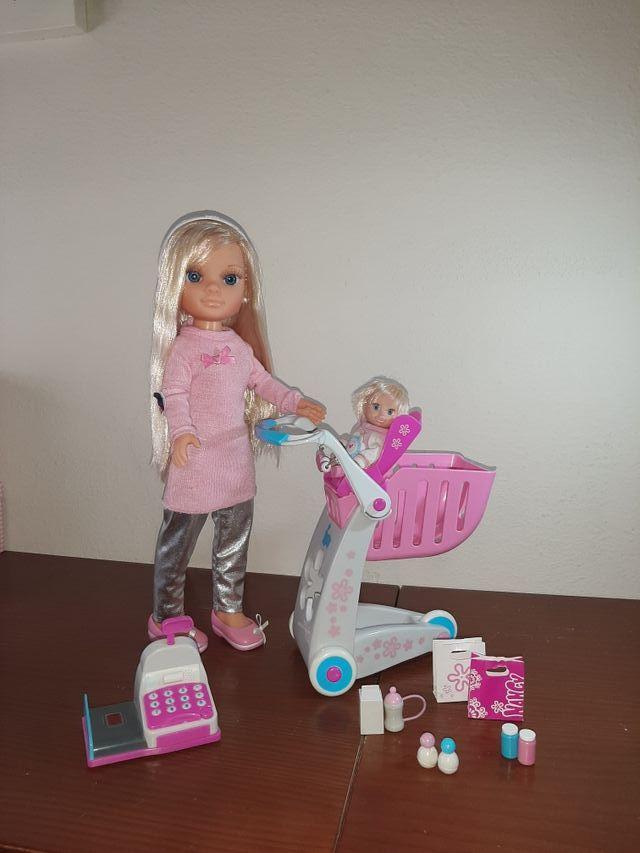 Nancy de compras con su hermana