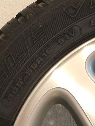 Neumáticos con llanta Mercedes Benz