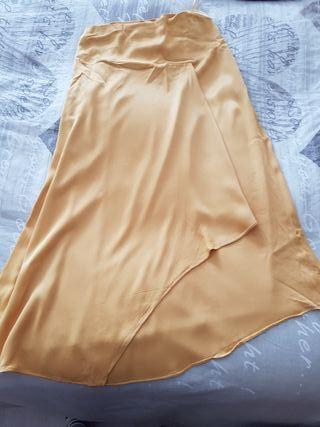 bonita falda color mostaza