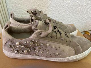 Zapatillas grises perlas zara
