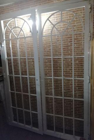 Reja puerta Hierro abre a la derecha