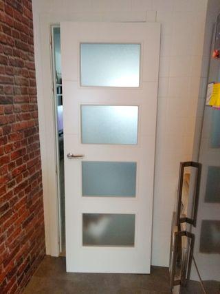 Puerta de casa con vidrios