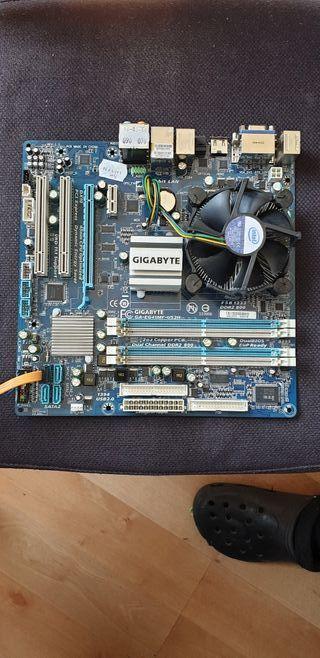 Placa base Gigabyte y procesador Intel Pentium