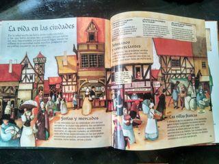 Libro y maqueta medieval