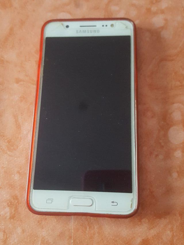 Móvil Samsung J5