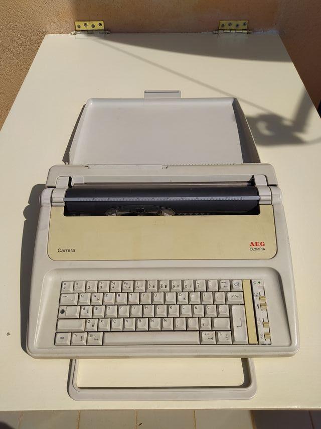 Maquina de escribir electrónica Aeg Olympia