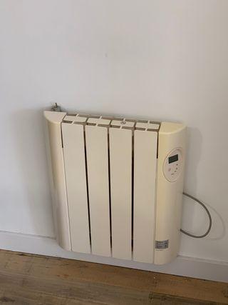 Radiador eléctrico de pared con colgador