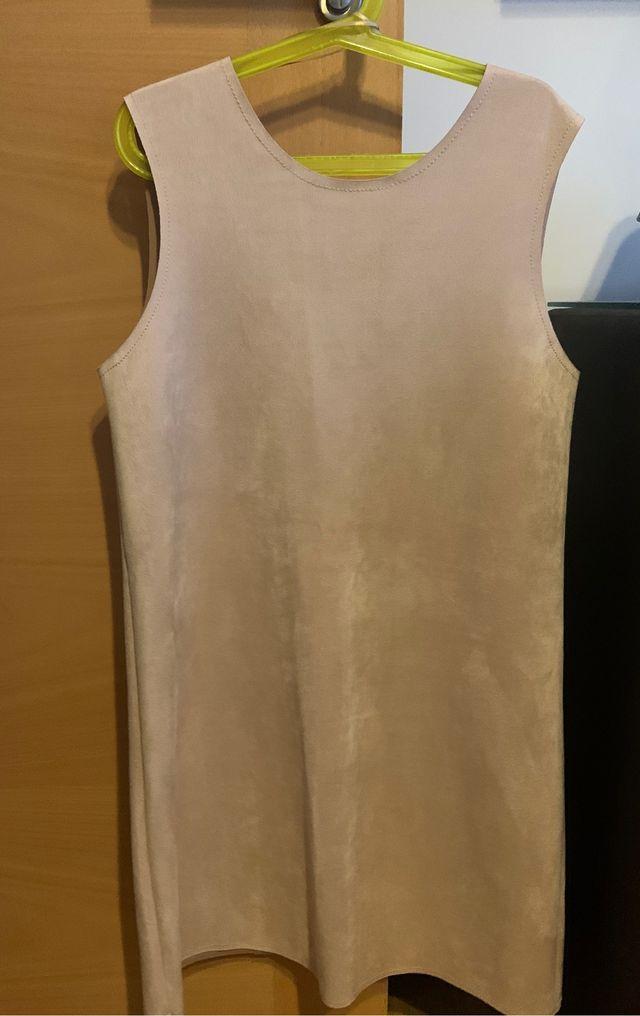 Vestido beige Zara