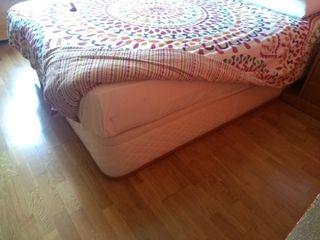Canapé, cama.