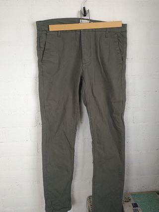 Pantalones chinos verde caqui
