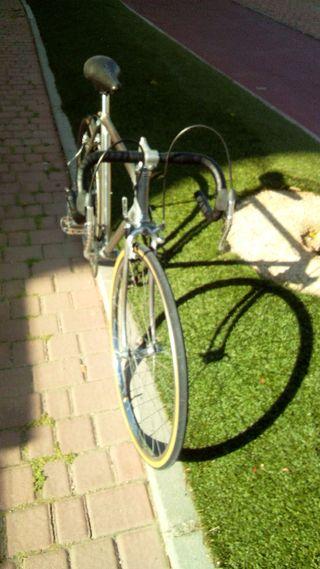 Alquilo bicicleta carretera niño antigua