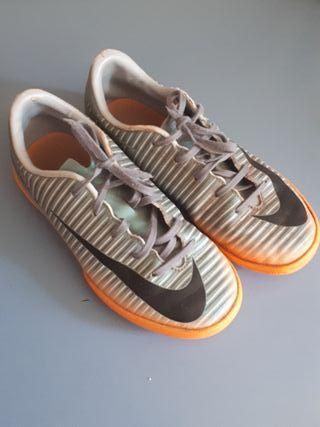 Zapatillas Nike Futbol N 31.5