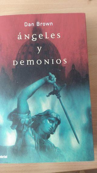 Libro. Ángeles y Demonios de Dan Brown