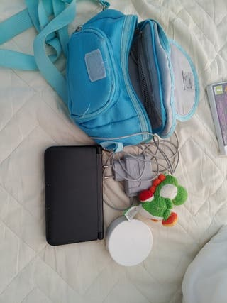 Nintendo 3DS XL cargador, amiibo y lápices