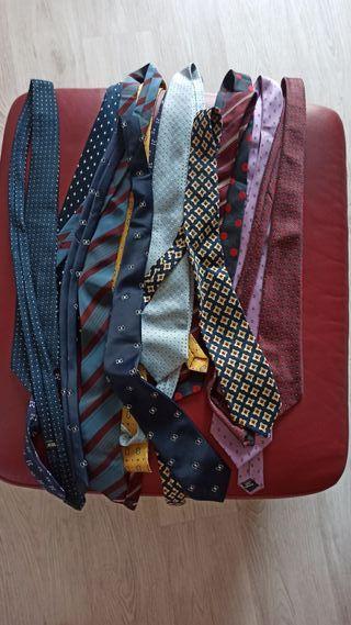 12 corbatas