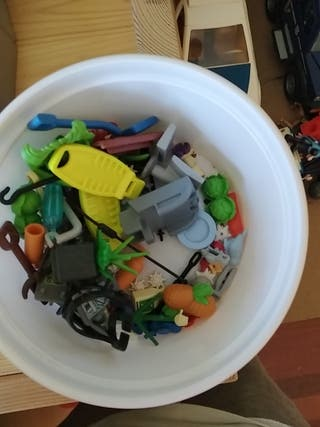 varias piezas Playmobil