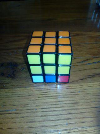 Cubi de rubik en perfecto estado