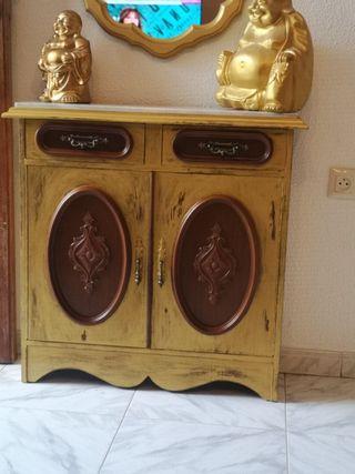 recibidor vintag con espejo y encimera de marmol