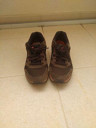 zapatillas Nike negras y rosa
