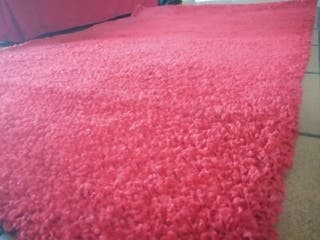 Alfombra roja LANGSTED, IKEA.