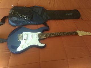 Guitarra Yamaha y amplificador Fender 50w