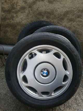 5 Llantas con sus neumáticos + 4 tapacubos BMW