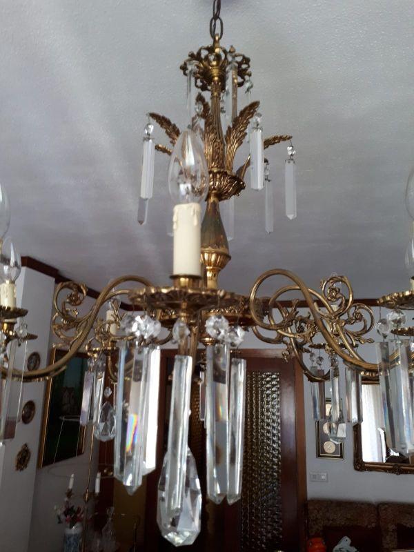 Lámpara de araña de bronce y cristal