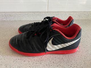 Zapatillas fútbol Nike T. 36.5