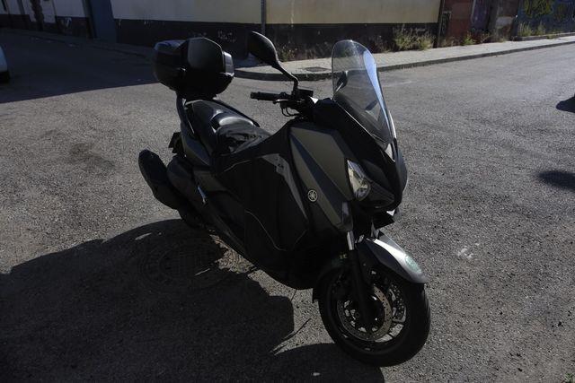 Yamaha Xmax 400 gris mate