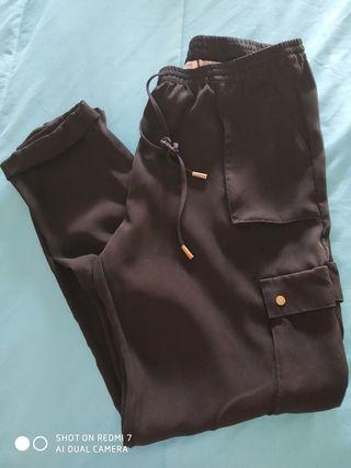 Pantalón bolsillo lateral negro talla 40.
