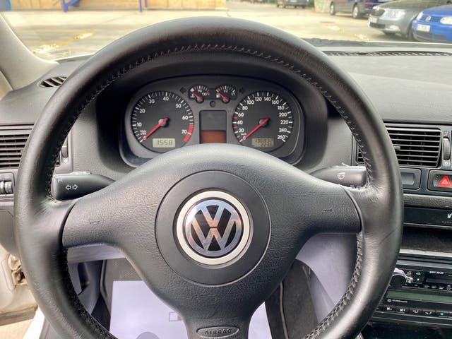 Volkswagen Golf 1.6 gasolina 105cv