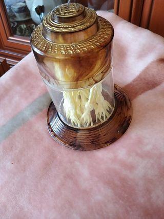 figura decorativa con tenedores para tapas