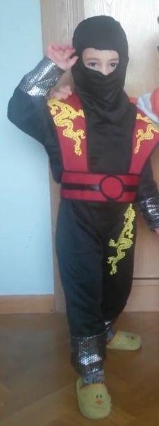 Disfraz ninja talla 6 años aproximadamente