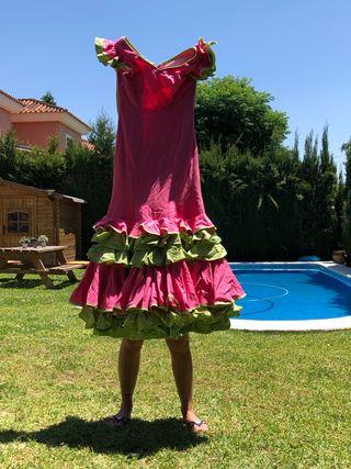 Traje de flamenca rosa y verde