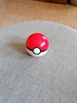 Pokeball y Pokémon X.