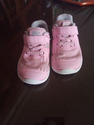 zapatillas deportivas Nike niña 19 - 20