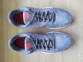 Zapatillas Nike gris y rosa