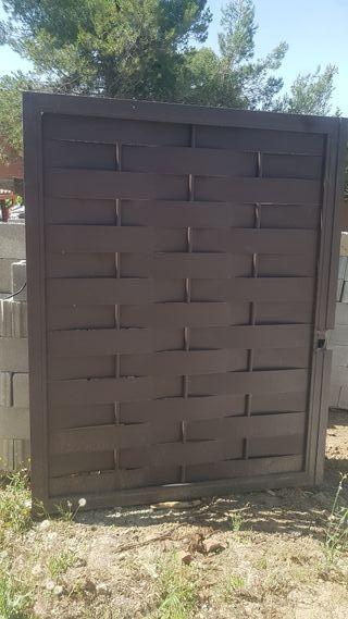 Puerta de hierro trenzado.