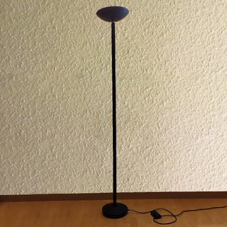 Lámpara de pie halógena negra