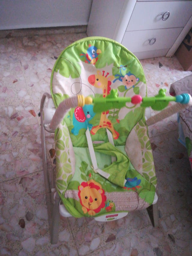 Trona y hamaca de bebé