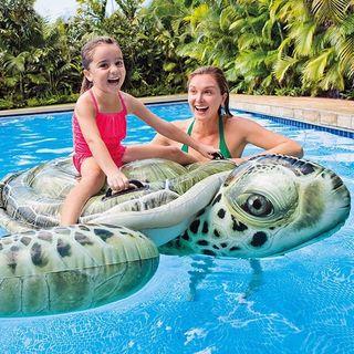 Tortuga hinchable para piscina