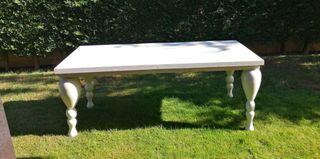 Mesa de madera lacada en blanco