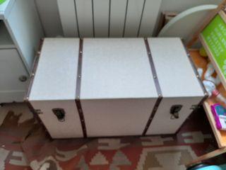 Baul beige estilo maleta antigua