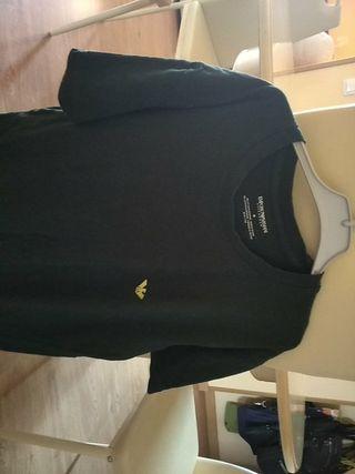 camiseta verde oscura de Armani