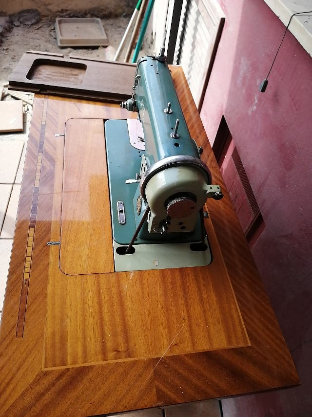 venta de maquina de coser antigua