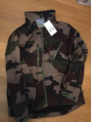 Chaqueta softshell color woodland Airsoft