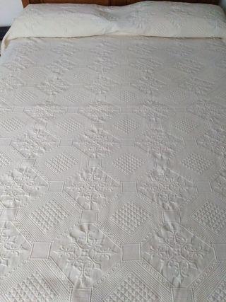 Colcha para cama de 135 cms.